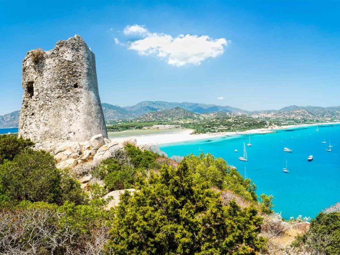 Si può andare in Sardegna? No vacanza, per entrare ora serve il tampone