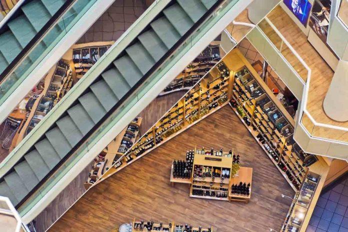 centri commerciali aperti weekend nuovo dpcm decreto apertura sabato domenica data outlet chiusi