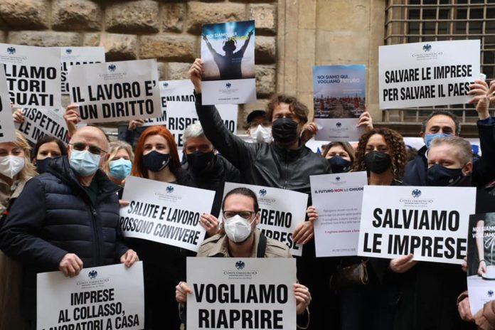 """La rabbia degli imprenditori durante la manifestazione, il 1/5 noi riapriamo"""""""