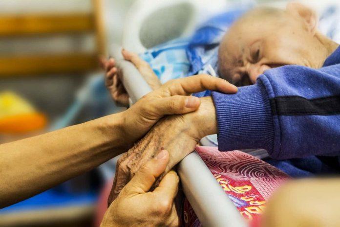 caregiver toscana vaccino familiari conviventi badanti genitori