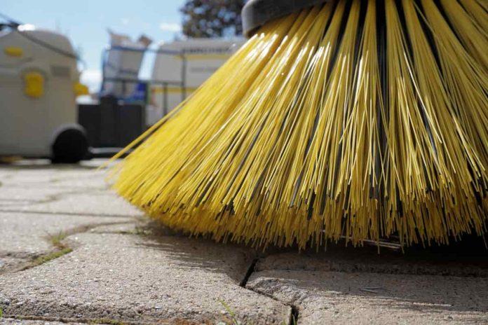 pulizia strade firenze agosto 2021 alia polizia municipale multe rimozione spostare